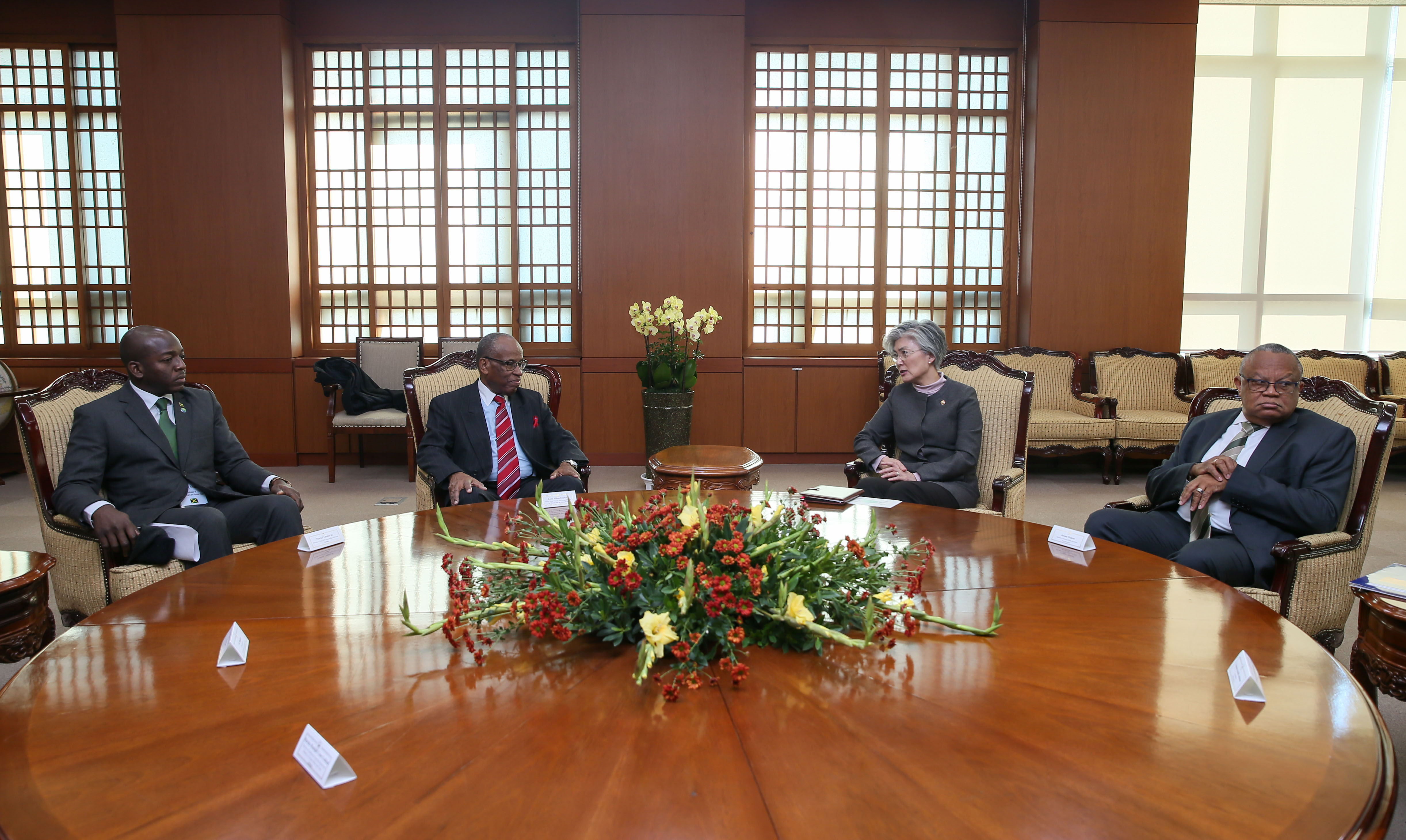 Foreign Ministers of Barbados and St. Vincent and the Grenadines meet with Korean Foreign Minister