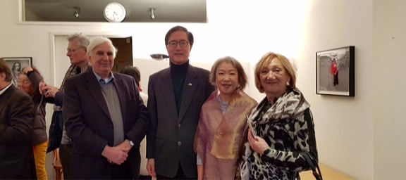 Ambassador Lee attends a solo exhibition at the ARTTRA Gallery in Amsterdam