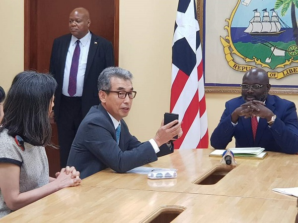 Amb Lee Presented His Credentials To Liberia President 상세보기 Embassy Newsembassy Of The Republic Of Korea To The Federal Republic Of Nigeria