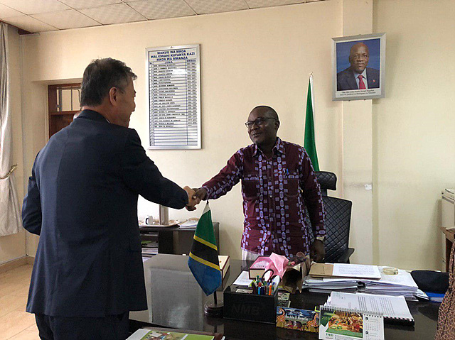 Meeting With John Mongella Regional Commissioner Of Mwanza 상세보기 Ambassador S Activitiesembassy Of The Republic Of Korea To The United Republic Of Tanzania